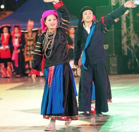 Trang phục nam, nữ truyền thống dân tộc Pu Péo.