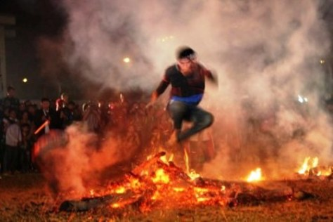 Lễ hội Nhảy lửa.