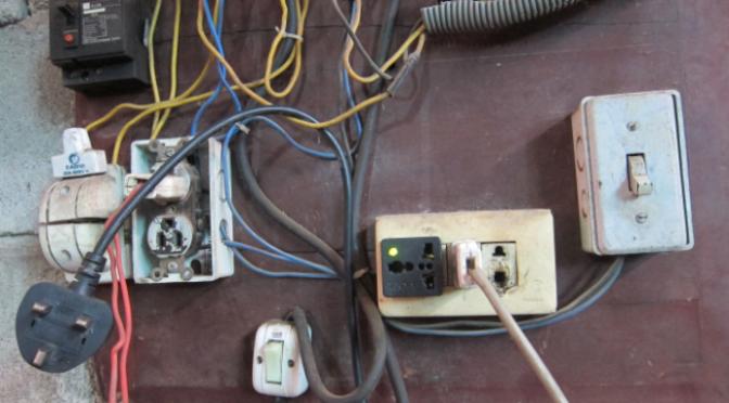 Cái ổ nối và phích cắm điện