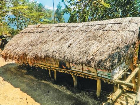 Ngôi nhà sàn truyền thống, nơi những mối tình ngủ thảo đẹp đẽ vẫn thường diễn ra.