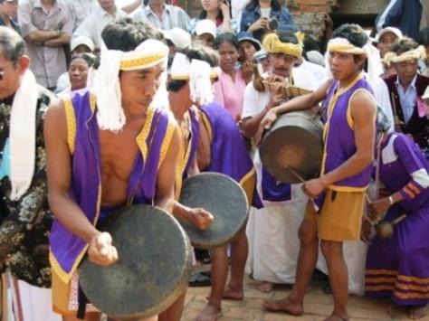 Người Raglai trong lễ hội Katê của người Chăm. Ảnh: Minh Hùng.