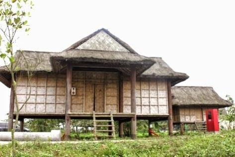 Cho dù những ngôi nhà kiểu cũ không còn nữa, nhưng hàng năm các cột nêu ngày lễ đâm trâu, cái nọ tiếp cái kia vẫn đang và sẽ còn mọc lên với hàng cột vượt lên trên chiều cao của mái nhà, những hàng cây. Ðó là sự kết hợp hài hoà giữa truyền thống và hiện đại ở làng Le của người Rơ Măm hôm nay.