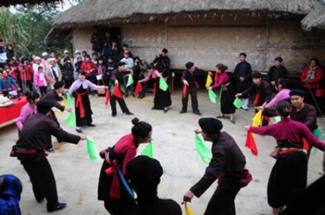Múa tắc xình là một điệu múa của người Sán Chay.