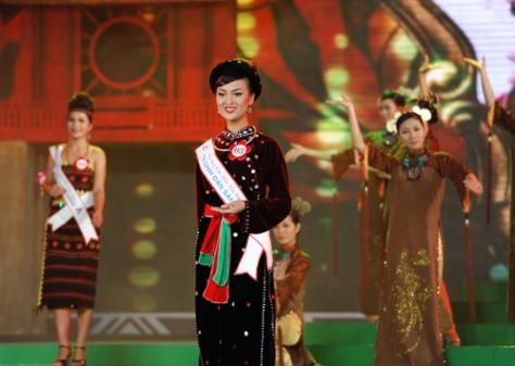 Sầm Xuân Ngọc Ánh, tộc Sán Chay (Tuyên Quang), trong một kỳ thi Hoa Hậu Dân Tộc.