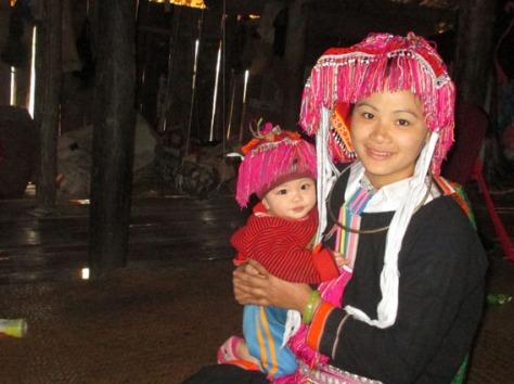 Trang phục truyền thống của phụ nữ Sán Chay (Cao Bằng).