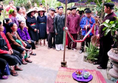 Trong hôn nhân, người Sán Chay rất coi trọng vai trò của người làm mối.