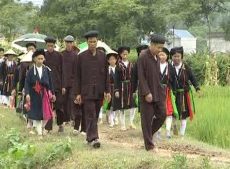 Trang phục truyền thống nam nữ Sán Dìu.