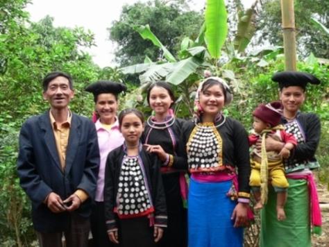 Trang phục truyền thống của tộc Si La.