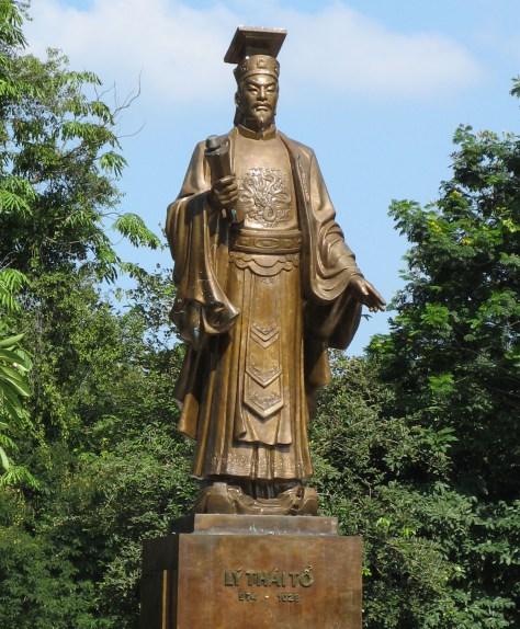 Tượng vua Lý Thái Tông.