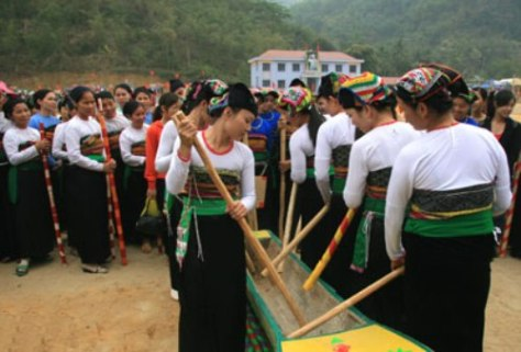Khua luống đã trở thành nét văn hóa tiêu biểu của dân tộc Thái.