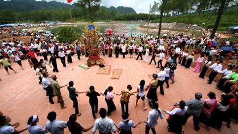 Lễ hội Hết Chá là lễ hội đoàn kết cộng đồng.