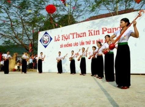 Múa tính tẩu là một trong những nét văn hóa truyền thống của người Thái trắng.