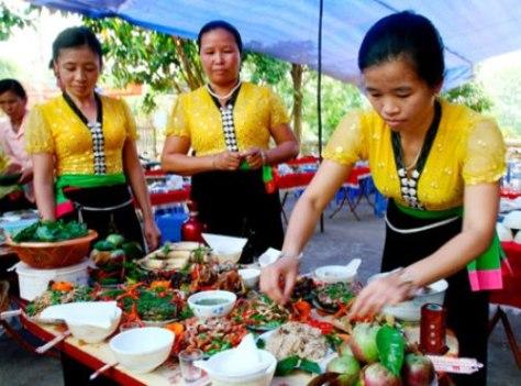 Thi nấu những món ăn đặc trưng của người Thái.