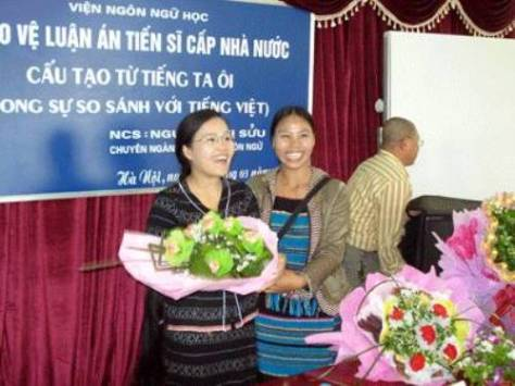Chị Kê Sửu (Trương Thị Sửu) tại buổi bảo vệ luận án Tiến sĩ.