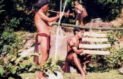 Hòa tấu Tale, Ântoong và Karyok ayol. (ảnh Vĩnh Phúc)