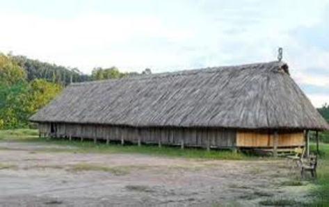 Nhà dài của người Tà Ôi.