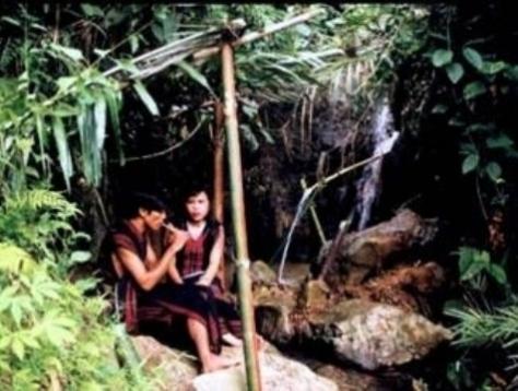 Tục đi sim trở thành nét văn hóa đẹp, trong sáng của người Tà Ôi xưa. (ảnh Vĩnh Phúc)