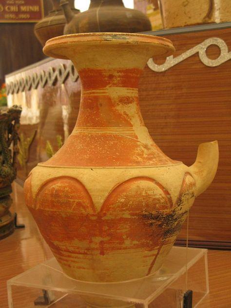 Bình gốm có vòi bằng đất nung, văn hóa Óc Eo.