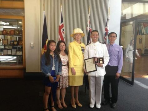 Nguyễn Khoa Nam cùng gia đình và Bà Tổng Toàn Quyền Quentin Bryce.