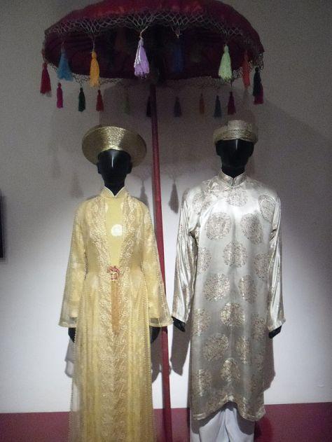 Trang phục truyền thống trong đám cưới của người Việt.