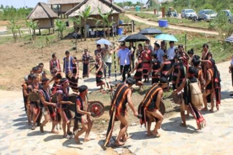 """""""Chiêu"""" là điệu múa nghi lễ từ thời xa xưa, biểu hiện sự thành kính của dân làng đối với các vị thần linh."""