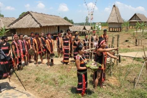 Người Xơ Đăng (Kon Tum) luôn gắn với môi trường lễ hội.
