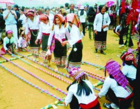 Lễ hội cầu mùa của người Xinh Mun là một hình thức sinh hoạt văn hóa tập thể vun đắp tình đoàn kết cộng đồng.