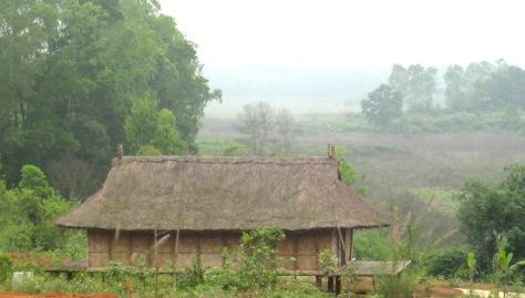 Nhà truyền thống tộc Xinh Mun.