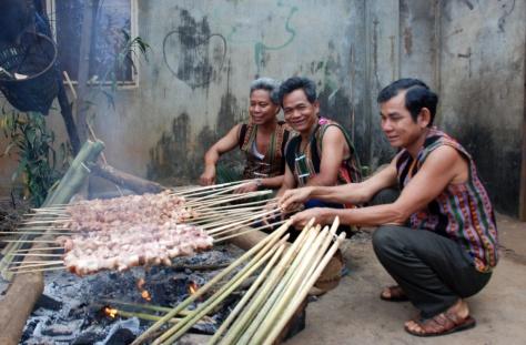 Chế biến ẩm thực của người S'tiêng.