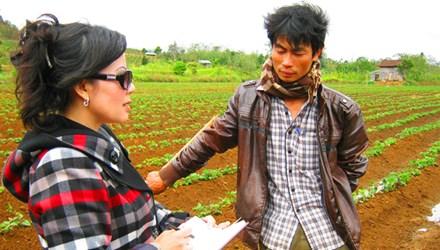 Trò chuyện với nông dân phá rừng trồng khoai
