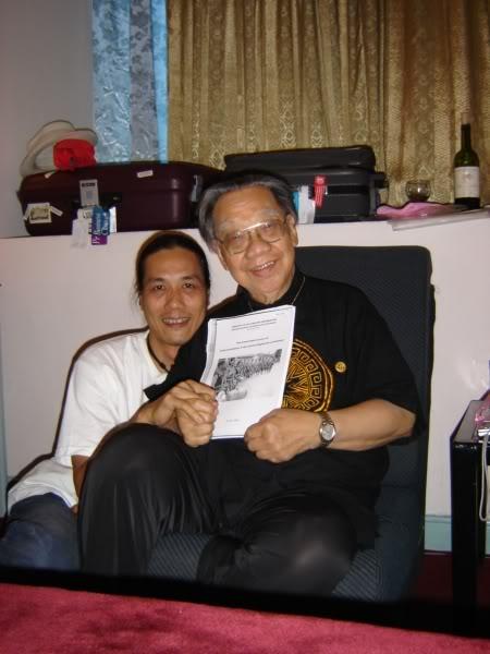 GS Trần Văn Khê và nhà nghiên cứu Bùi Trọng Hiền.