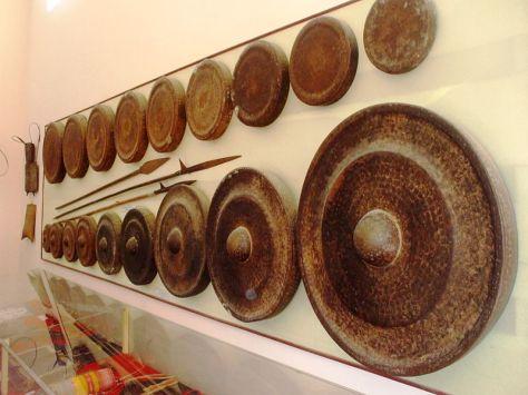 Một bộ cồng chiêng, hiện trưng bày trong Bảo tàng Quang Trung (Bình Định).