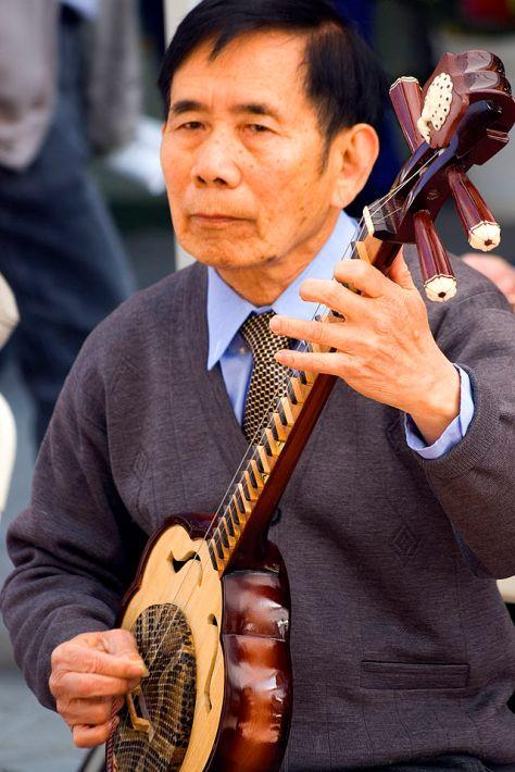 Đàn Hoa Mai (Meihuaqin [梅花琴]) của Trung Hoa.