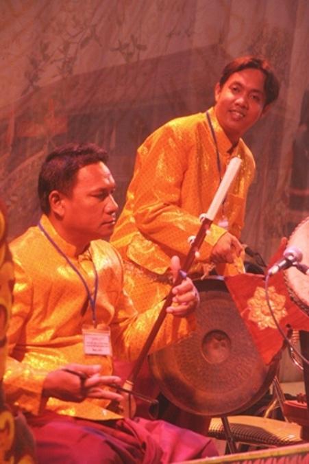 Truô sô (đàn cò nhỏ) tuy giống cây đàn nhị nhưng âm thanh khác biệt.