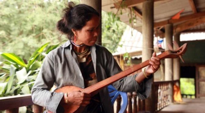 Nhạc cụ cổ truyền VN – Đàn Ta Lư