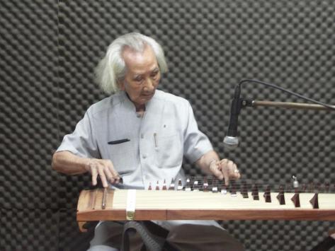 Nhạc sư Nguyễn Vĩnh Bảo, người chế tác Đàn Tranh 17, 19, 21 dây.