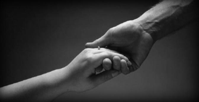 Nắm tay và buông tay