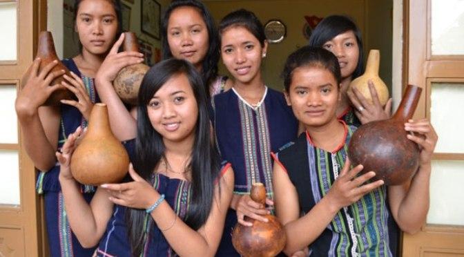 Các em học sinh Lưu trú sắc tộc