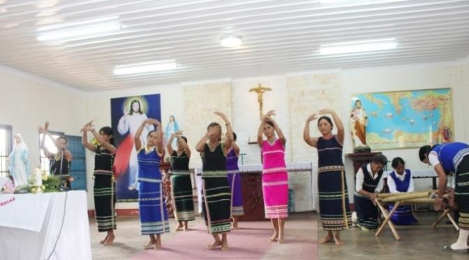 Tiếng Kinh của các em học sinh Lưu trú sắc tộc Sêđăng