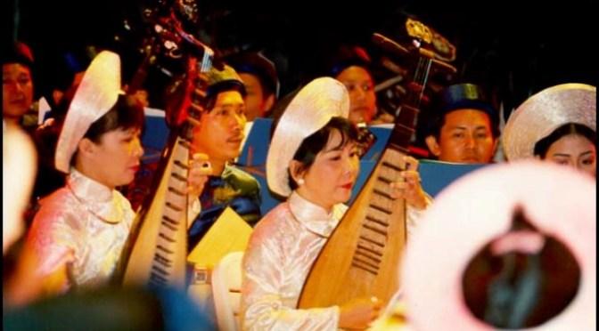 Nhạc cụ cổ truyền VN – Đàn Tỳ Bà
