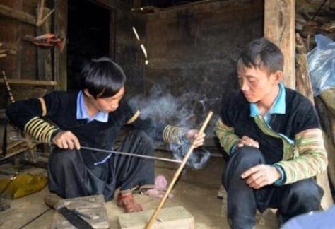 A Vàng đã chế tác thành thục được cả 2 loại nhạc cụ dân tộc.
