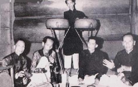 Ban Nhạc Lễ Miền Nam với hai Trống Văn, Trống Võ.