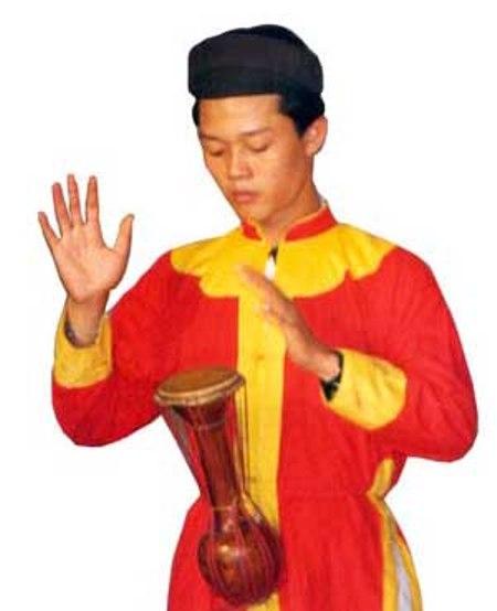 Diễn tấu Trống Bồng.