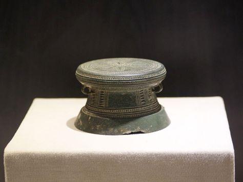Trống Đồng cỡ nhỏ tại bảo tàng Hà Nội.