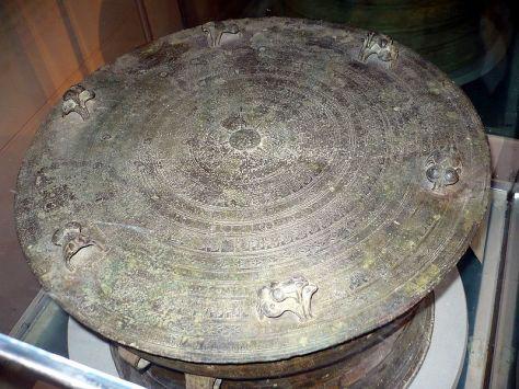 Trống Đồng Lạng Sơn, loại Heger II, trưng bày tại Bảo tàng lịch sử Việt Nam, Hà Nội, Việt Nam.