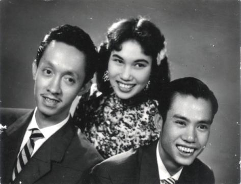 Thái Thanh cùng Hoài Trung (trái) và Hoài Bắc trong ban Hợp ca Thăng Long.