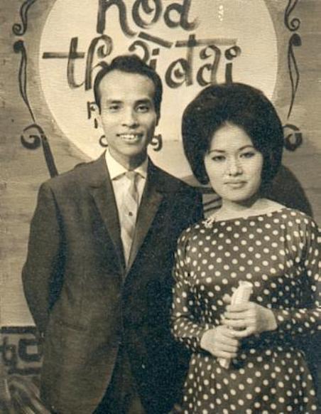 Nhạc sĩ Nguyễn Hữu Thiết và vợ, ca sĩ Ngọc Cẩm.