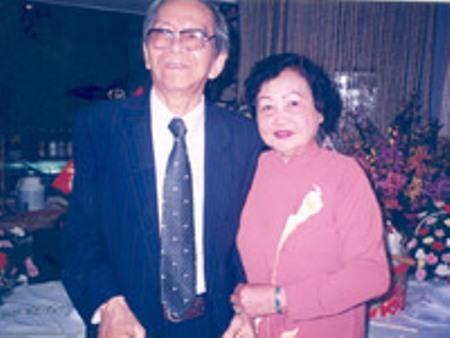 Vợ chồng ca sĩ Ngọc Cẩm và nhạc sĩ Nguyễn Hữu Thiết. (Ảnh T. Hiệp)