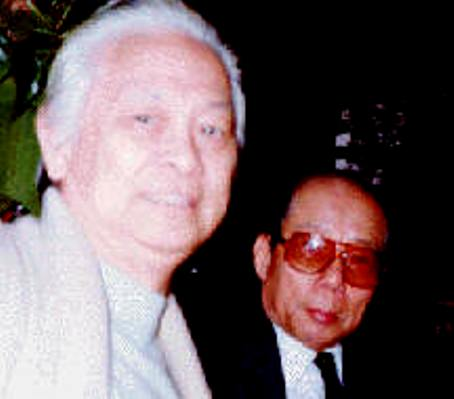Nhà thơ Nguyễn Văn Cổn và NS Phạm Duy (Paris 1982).