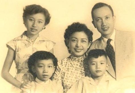 Gia đình ông Phạm Đình Sĩ và bà Kiều Hạnh.
